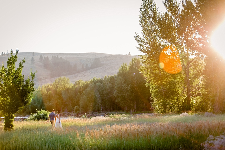 golden hour wedding photos in a field in twisp