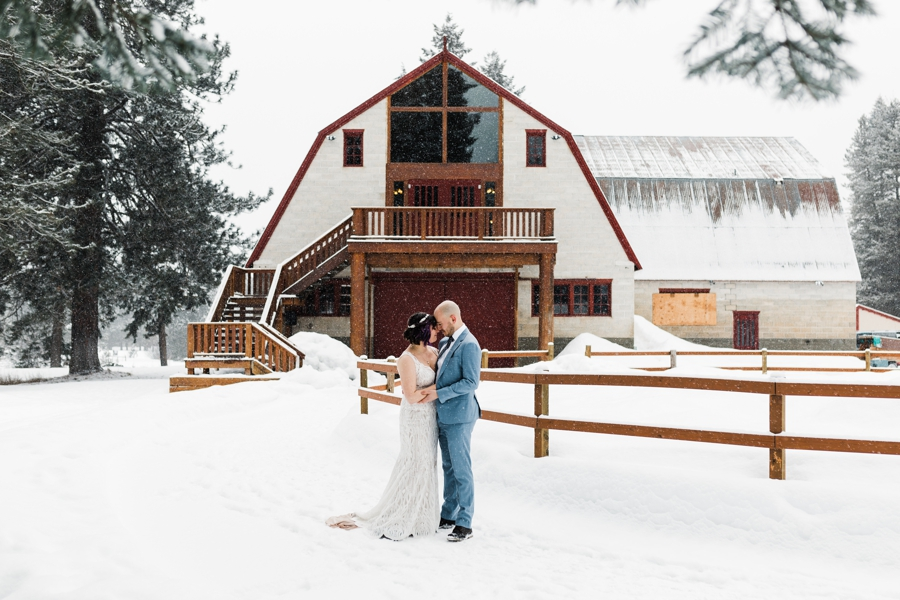 How to Plan a Winter Wedding by Adventure Wedding Photographer Amy Galbraith - Leavenworth Washington Winter Wedding Venue - Pine River Ranch