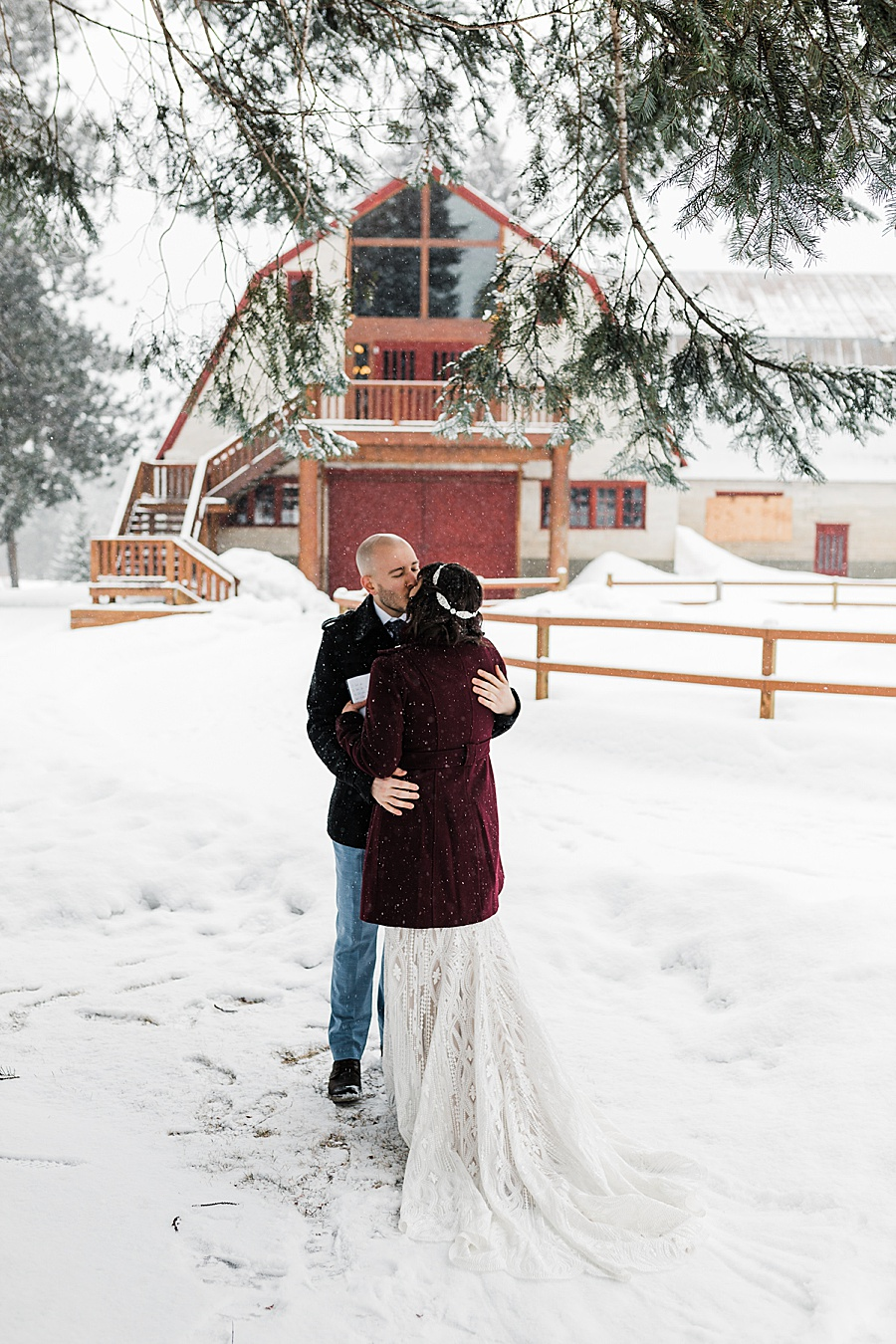 Leavenworth Winter Wedding at Pine River Ranch by Outdoor Wedding Photographer Amy Galbraith