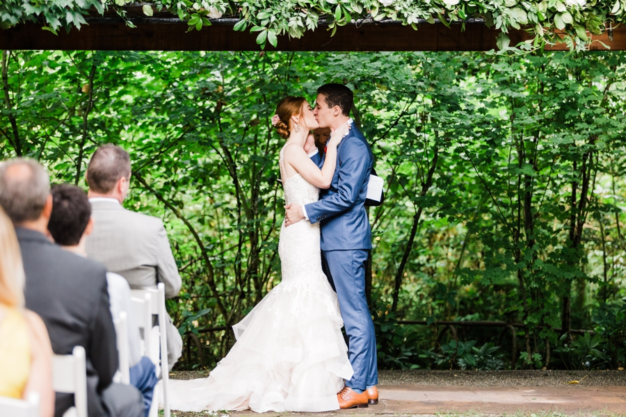 Maroni Meadows wedding ceremony captured by Seattle wedding photographer Amy Galbraith